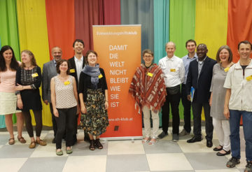 MitarbeiterInnen des Entwicklungshilfeklubs mit ProjektpartnerInnen