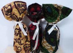 Drei Geschenksäckchen aus bunten Stoffen