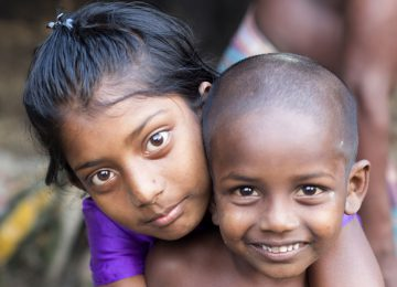 Zwei Kinder in Bangladesch