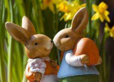 2 Osterhasenfiguren